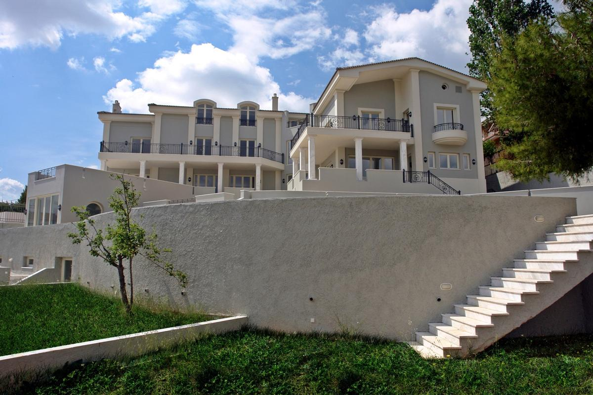 Luxury villa in Politeia Athens mansions