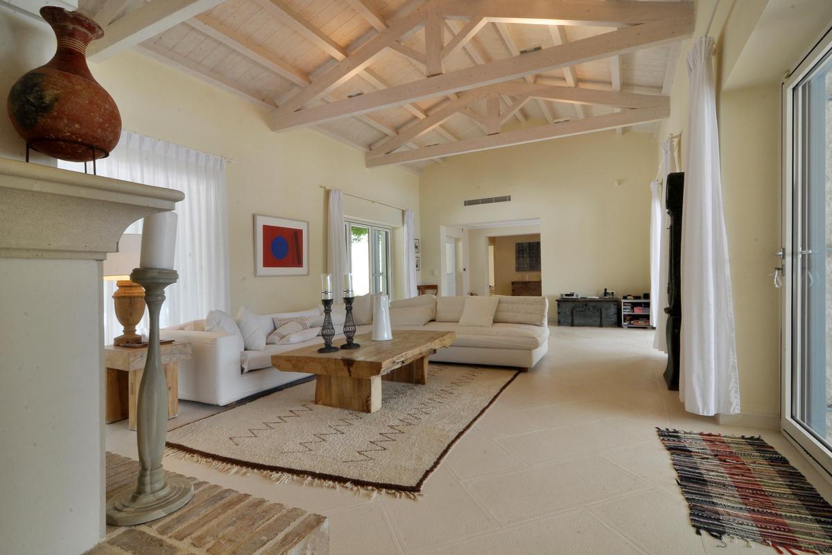 Luxury homes exclusive north east coast of Corfu