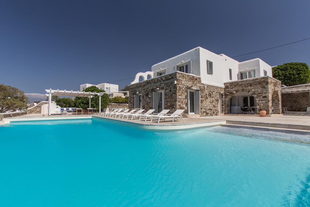 Best Island Beaches For Partying Mykonos St Barts: LUXURY VILLA RENTAL IN MYKONOS
