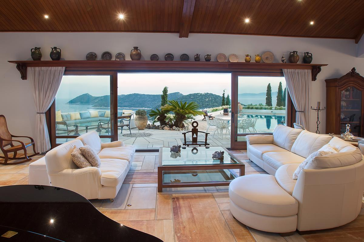 Luxury homes Villa with Sea View in Marathon