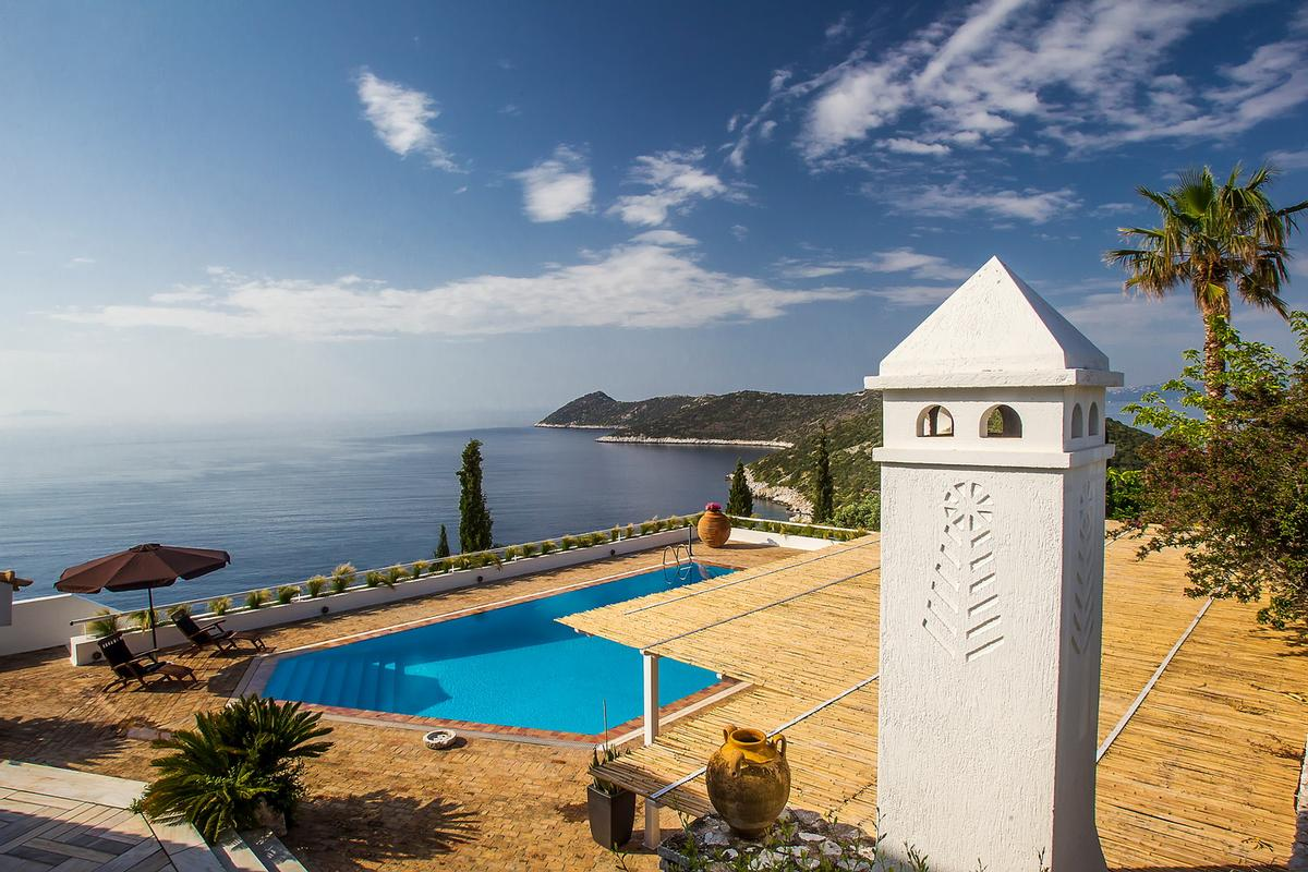 Luxury real estate Villa with Sea View in Marathon