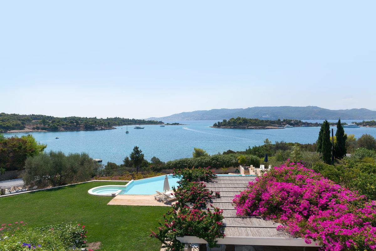 Luxury properties Villa 500 M2 in Porto Heli