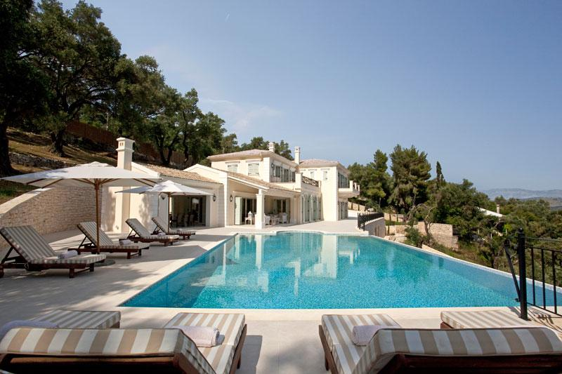 Luxury homes Beach Front Rental Villa 750 M2 in Corfu