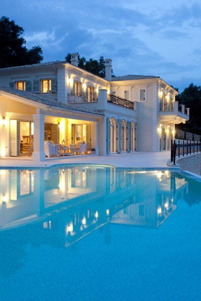 Luxury real estate Beach Front Rental Villa 750 M2 in Corfu