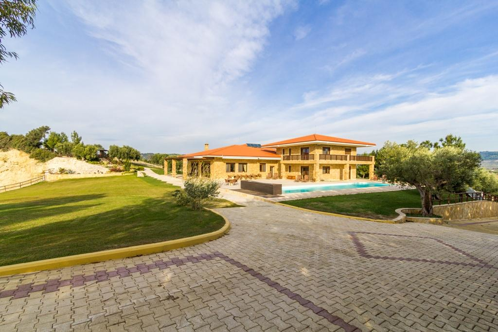 Mansions in BEACHFRONT VILLA IN CHALKIDIKI