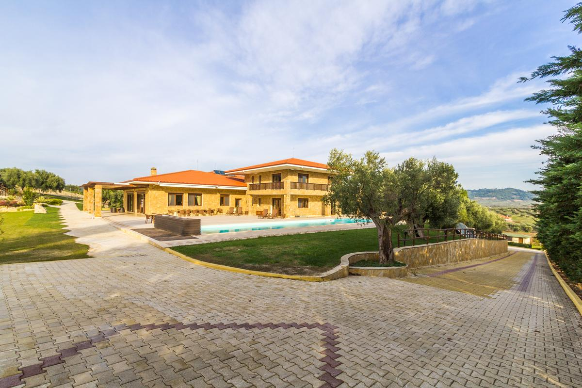 BEACHFRONT VILLA IN CHALKIDIKI luxury homes