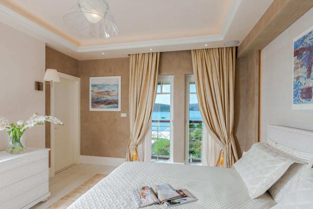Luxury BEACHFRONT VILLA luxury properties