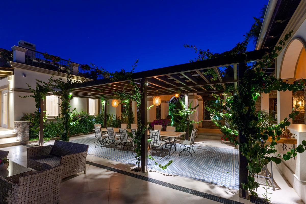 Luxury BEACHFRONT VILLA luxury homes