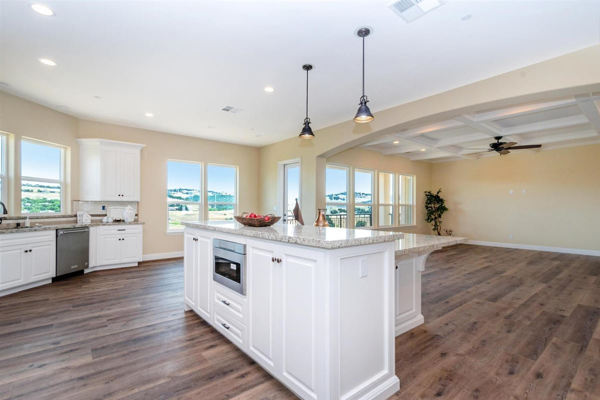 Mansions brand new custom home in gated Serrano
