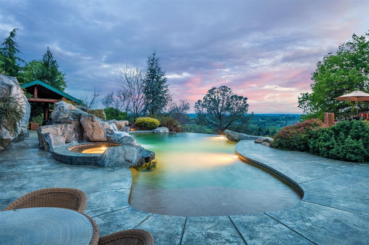 Privacy, panaromic & breathtaking views luxury homes