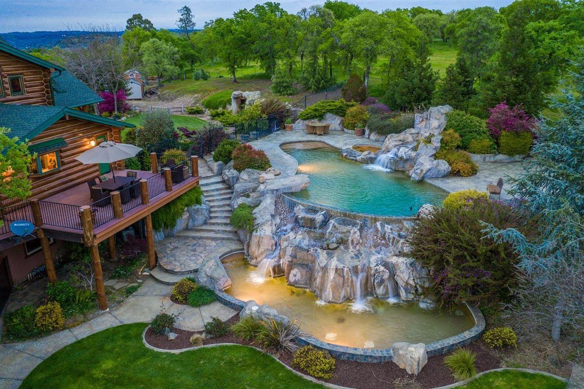 Privacy, panaromic & breathtaking views luxury properties