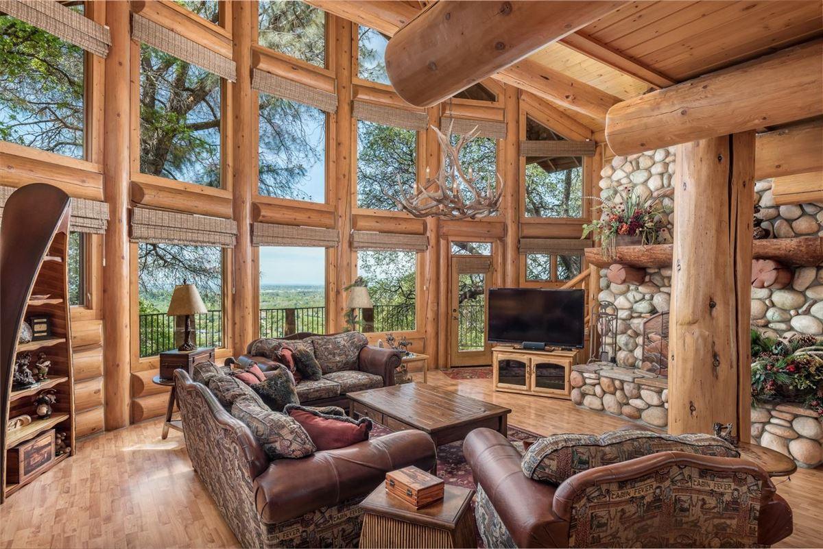 Luxury homes Privacy, panaromic & breathtaking views