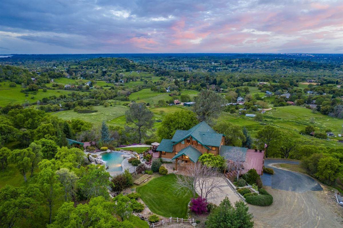 Luxury real estate Privacy, panaromic & breathtaking views