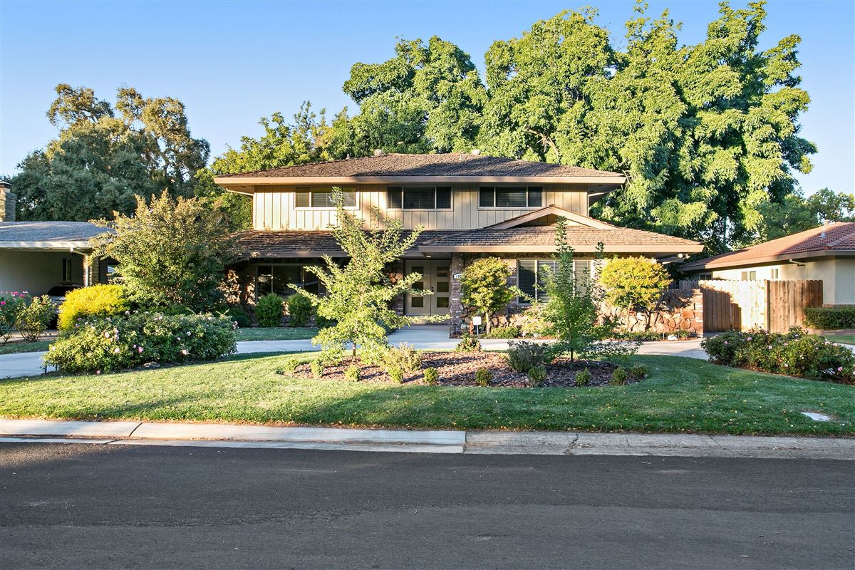 BEAUTIFUL CUSTOM HOME WITH GUEST HOUSE | California Luxury Homes