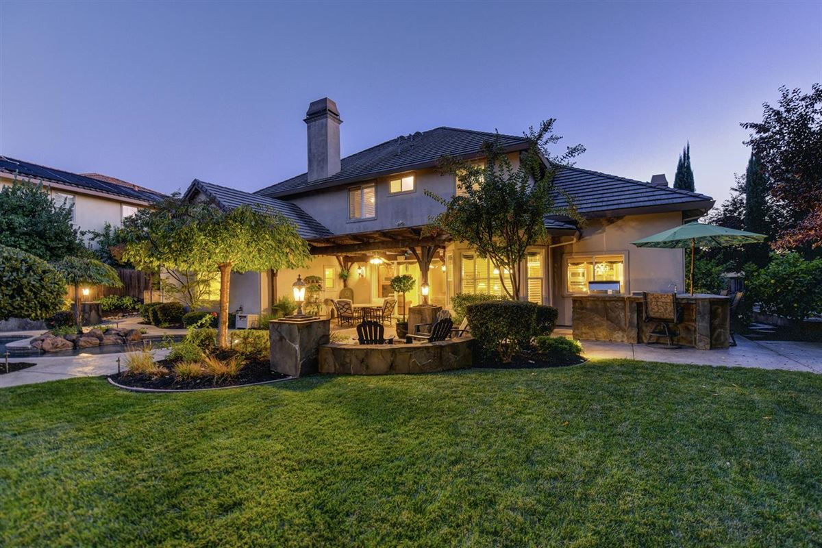 Luxury homes  gorgeous Granite Bay community of Douglas Ranch