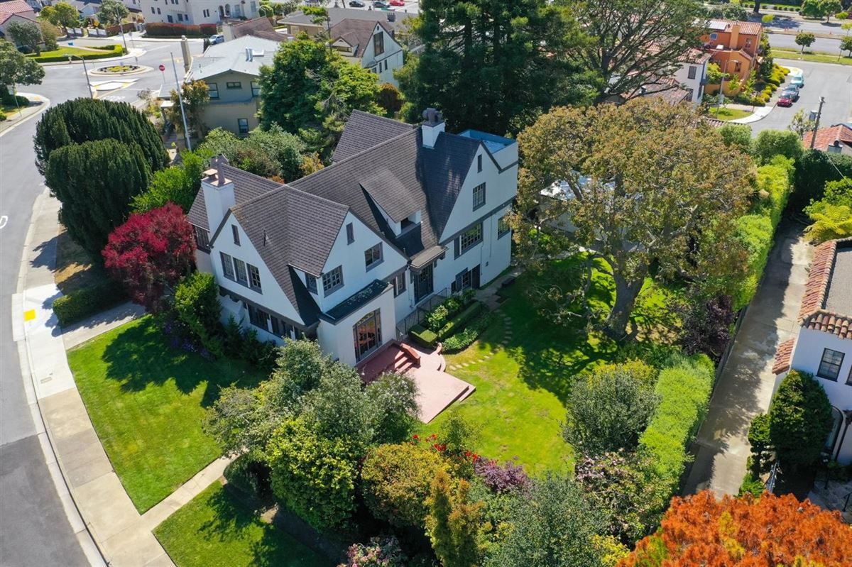 Mansions 1913 Tudor with Timeless Architectural Elegance
