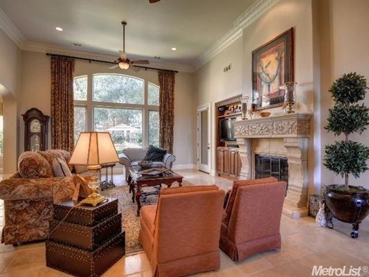 Mansions exquisite one-story home with open floor plan