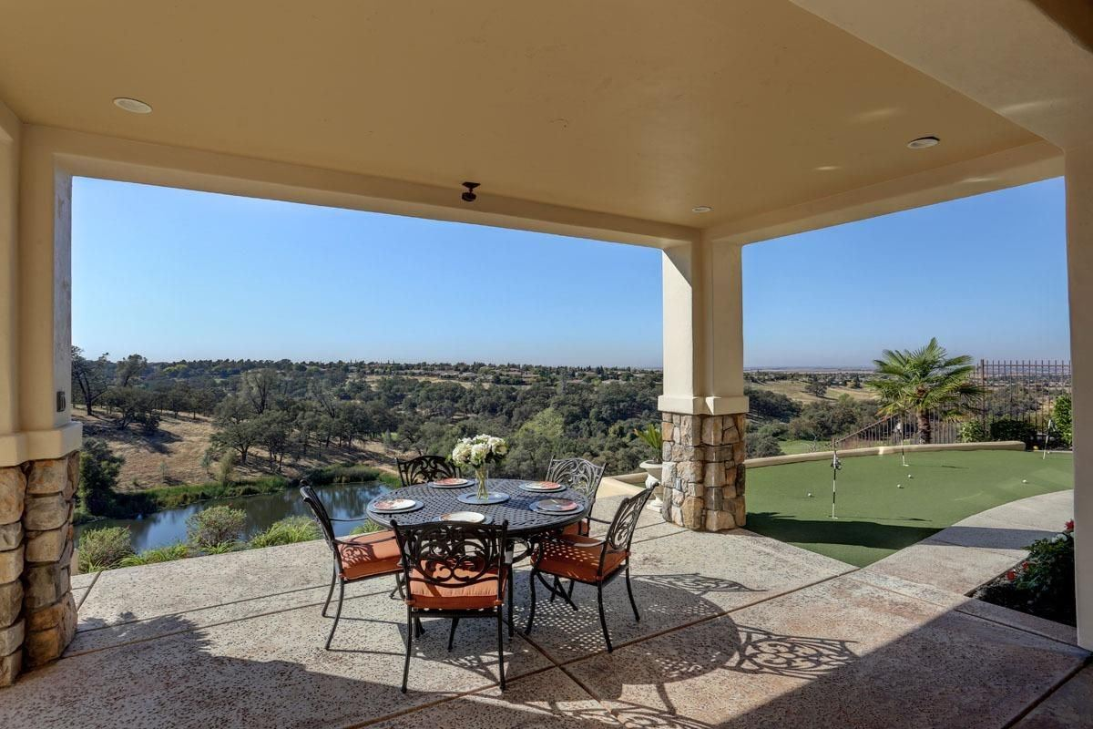Mansions in immaculate home with incredible view