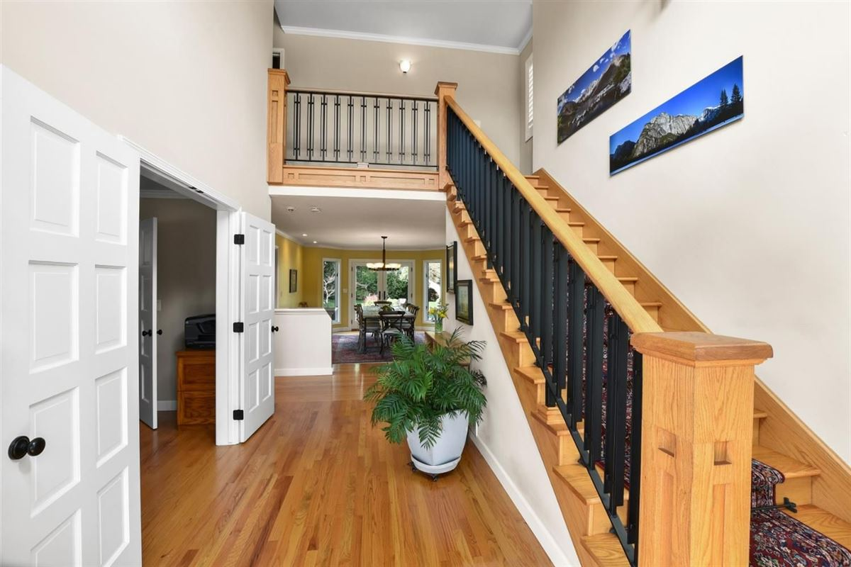 Luxury real estate gorgeous home on Desirable Kingsford Drive
