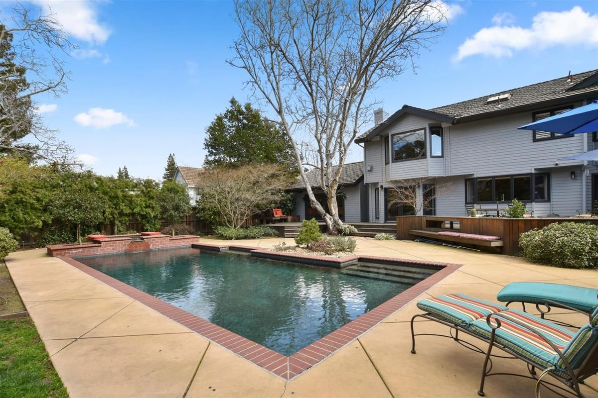 Mansions in gorgeous home on Desirable Kingsford Drive
