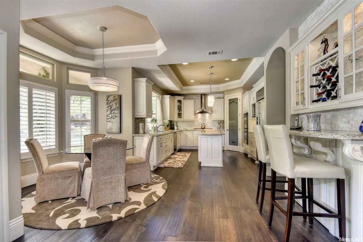 Luxury homes in stunning, custom-built home in rocklin