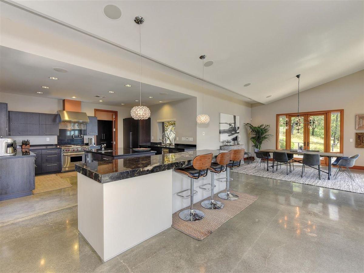 Luxury properties Stunning contemporary masterpiece
