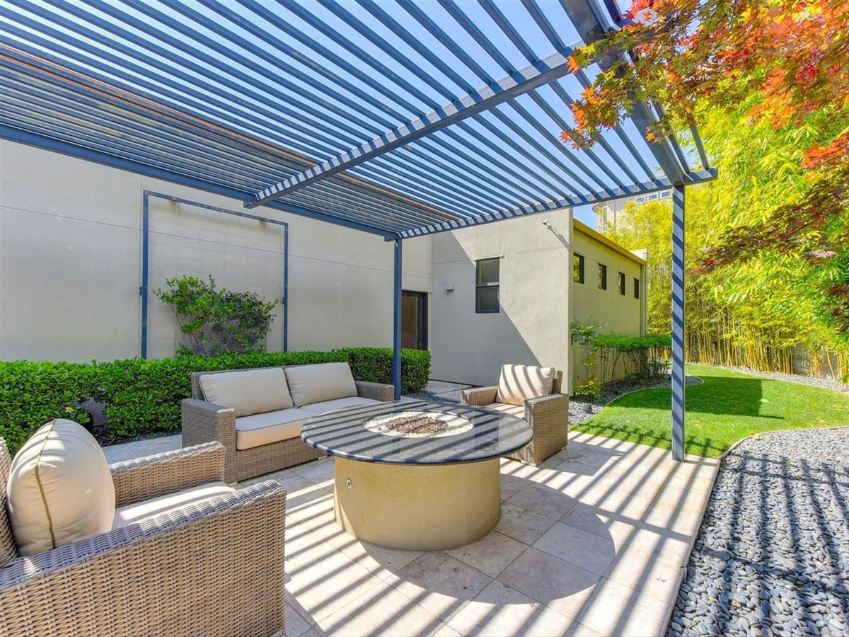 Stunning contemporary masterpiece mansions