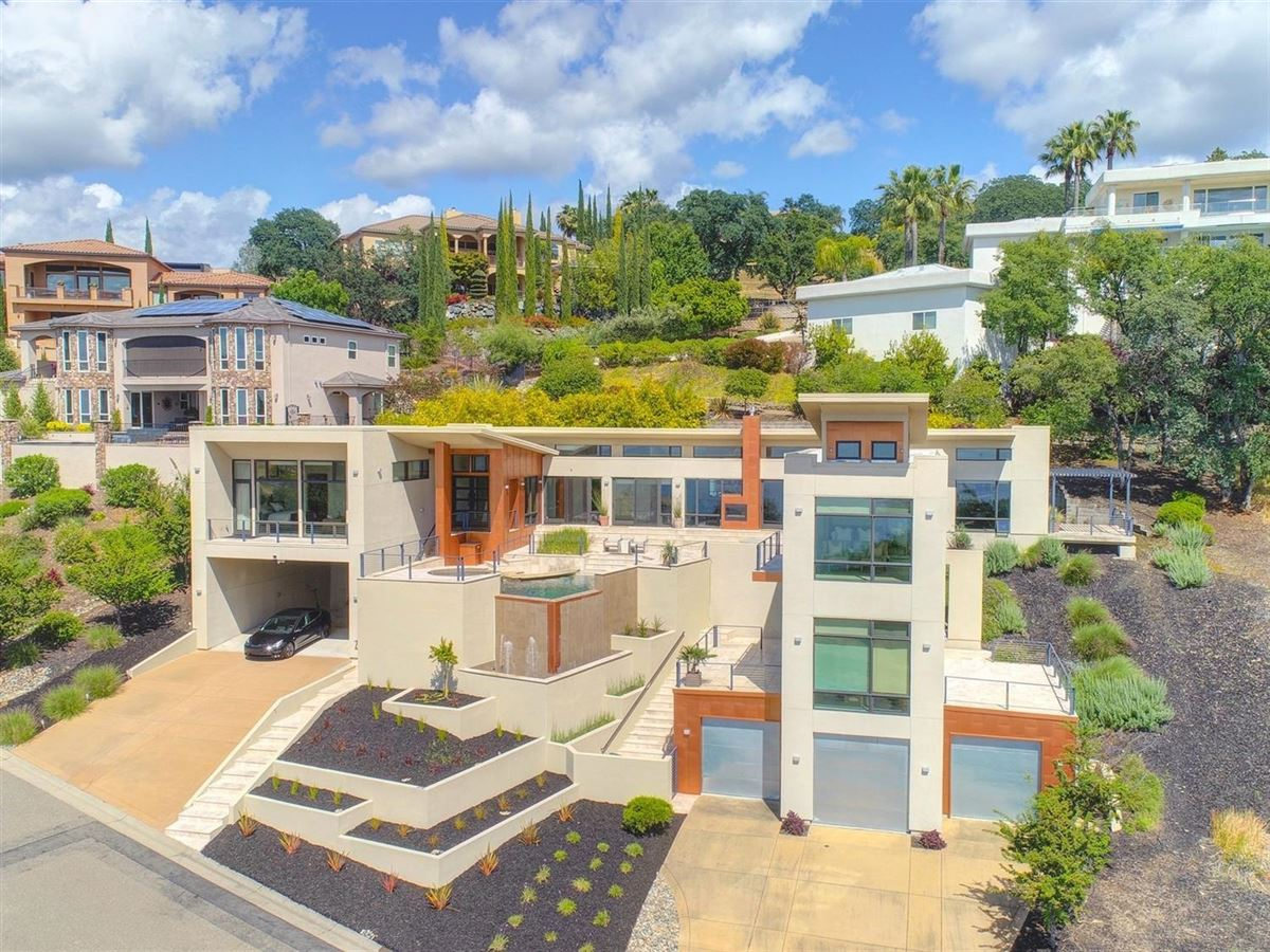 Mansions in Stunning contemporary masterpiece