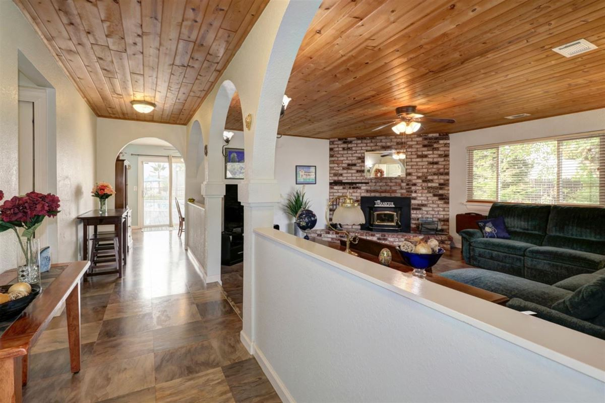 delightful, well-maintained home luxury real estate
