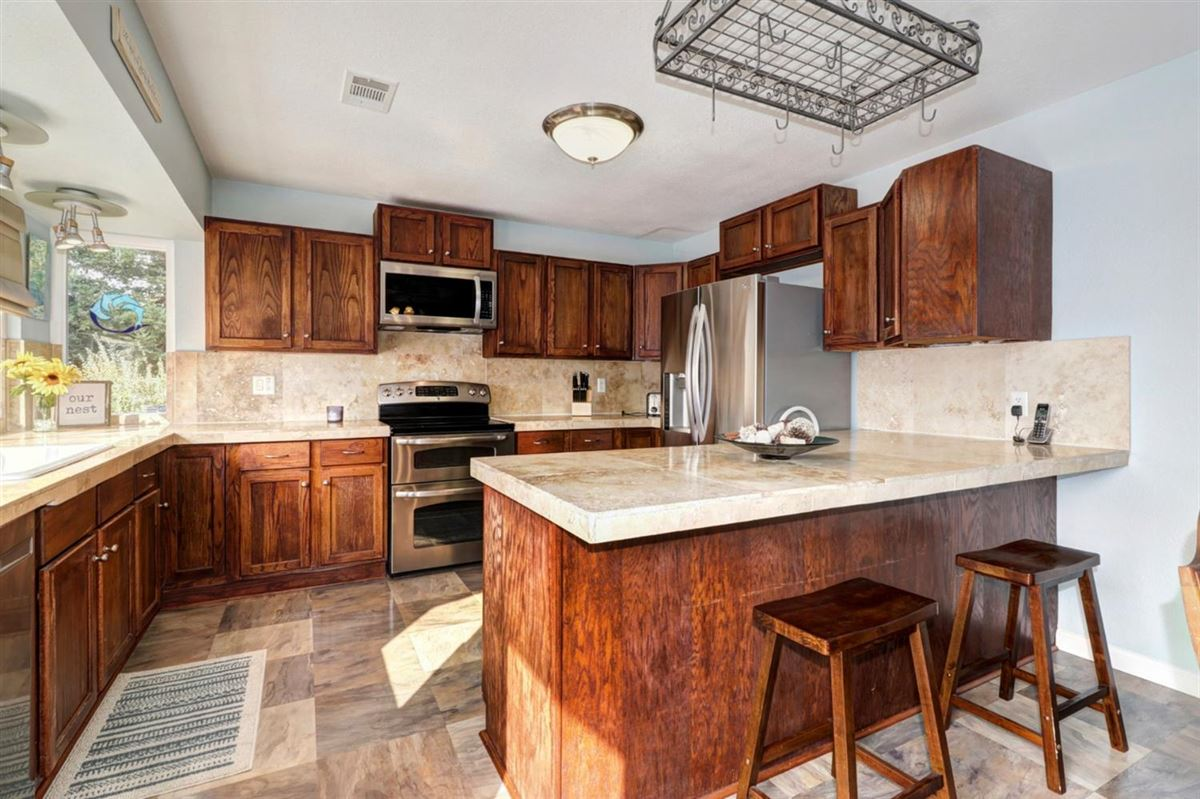 Luxury homes in delightful, well-maintained home