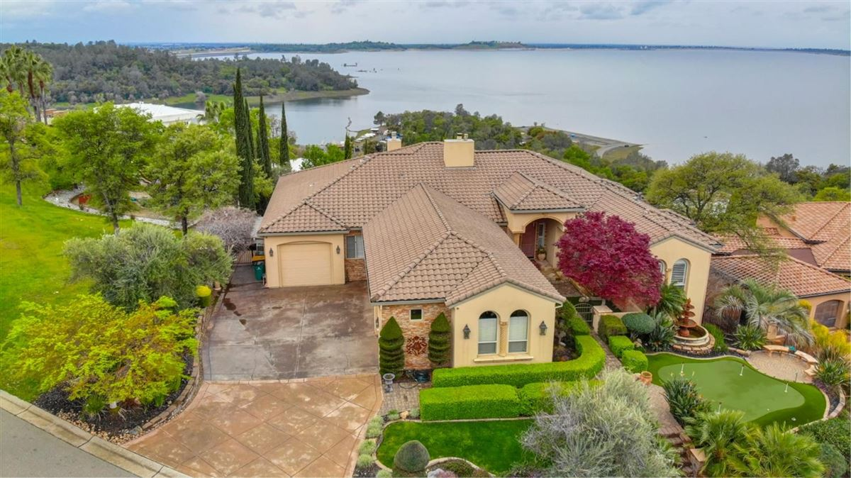 fun and relaxation with lake views mansions