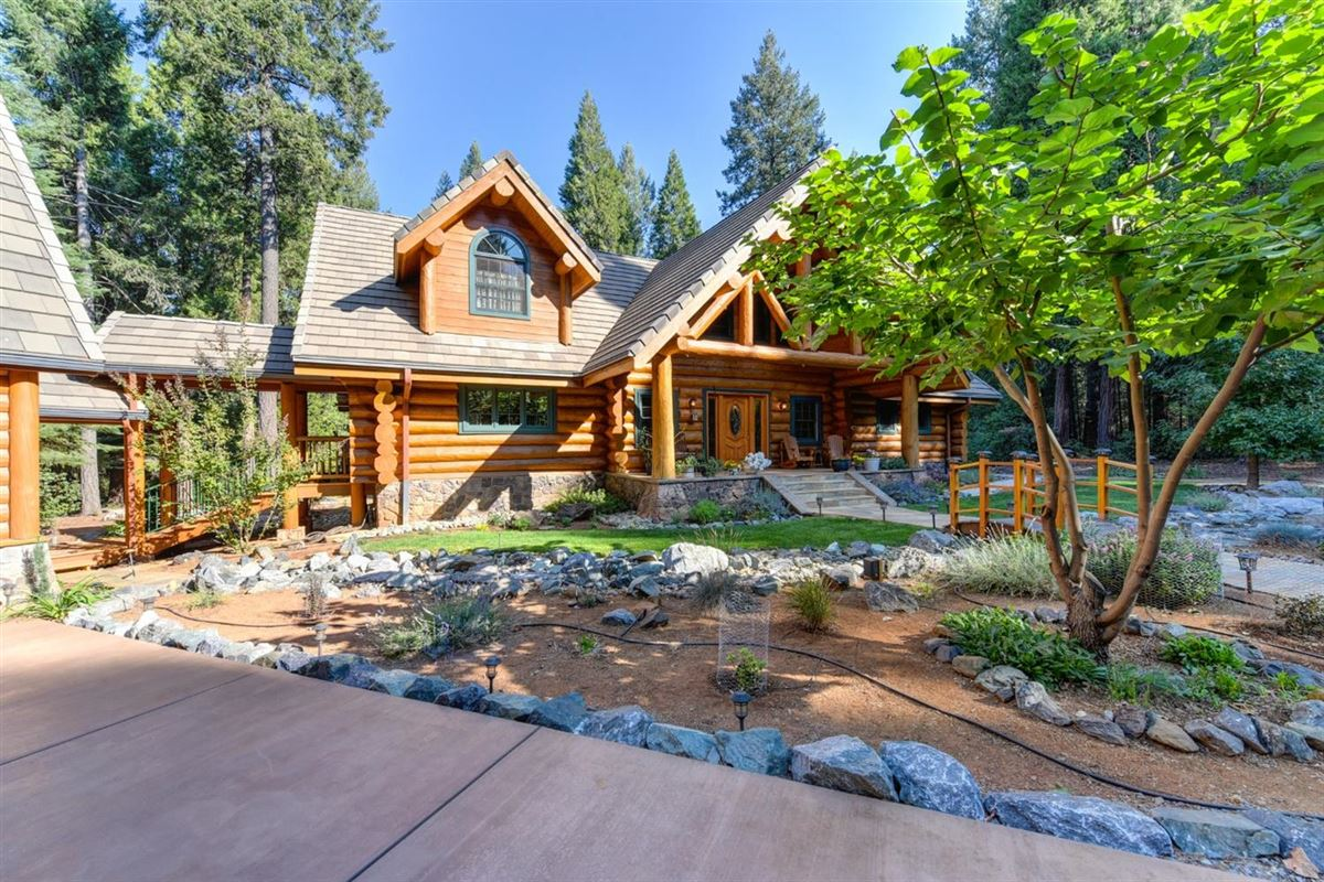 Luxury homes Gorgeous Handcrafted Log Home