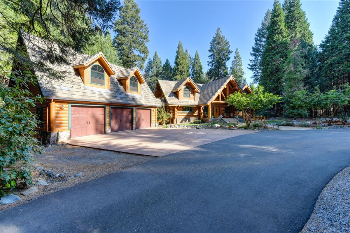 Gorgeous Handcrafted Log Home mansions