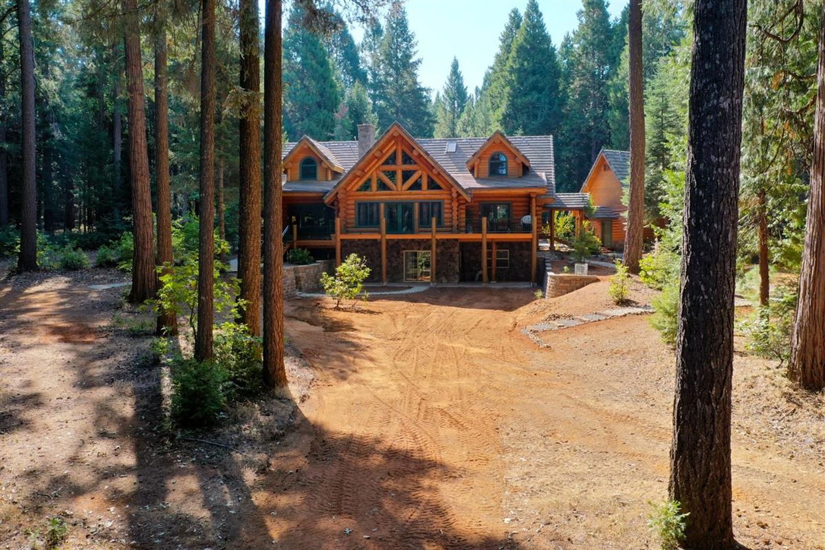 Gorgeous Handcrafted Log Home luxury properties