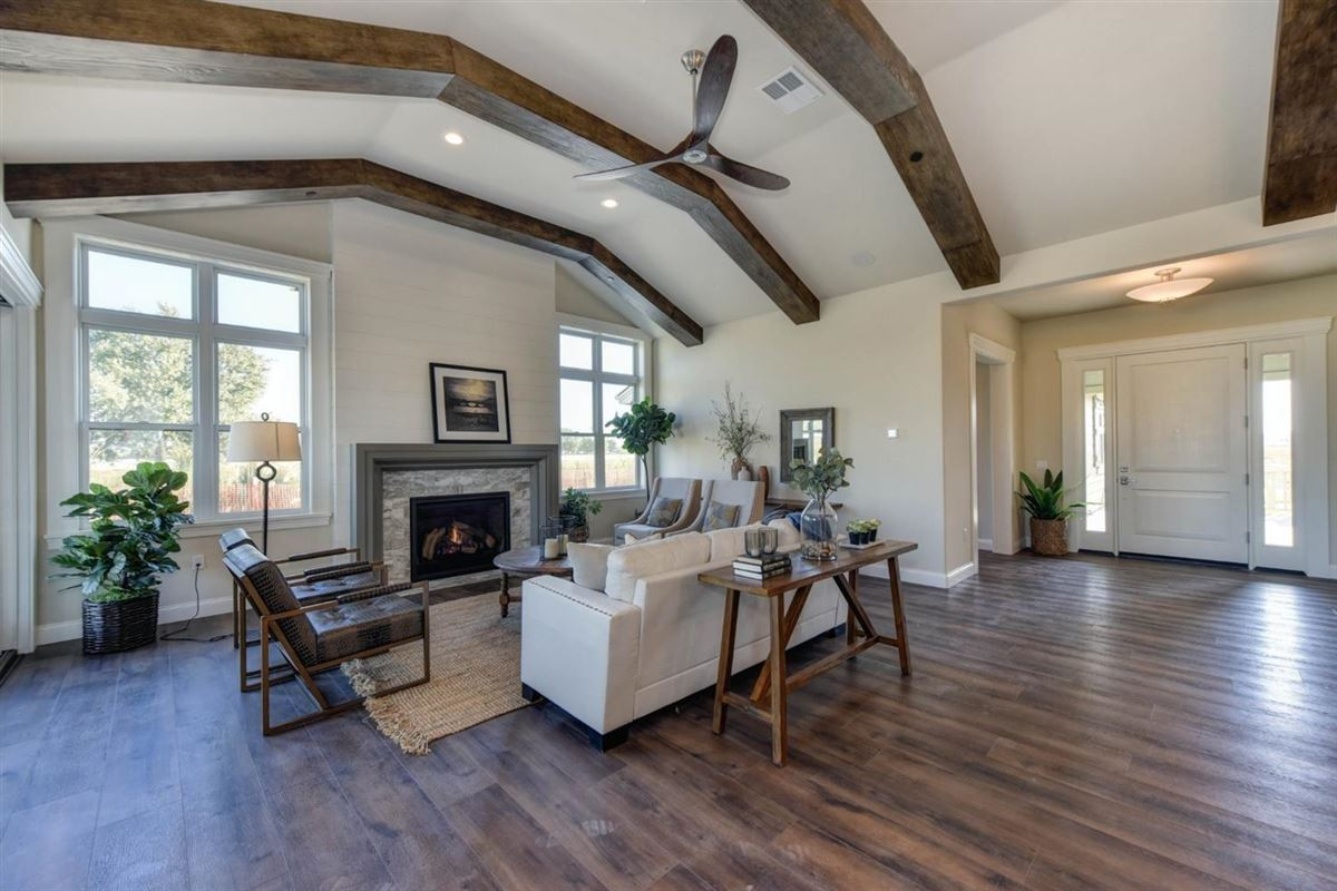Luxury properties high-quality single story home