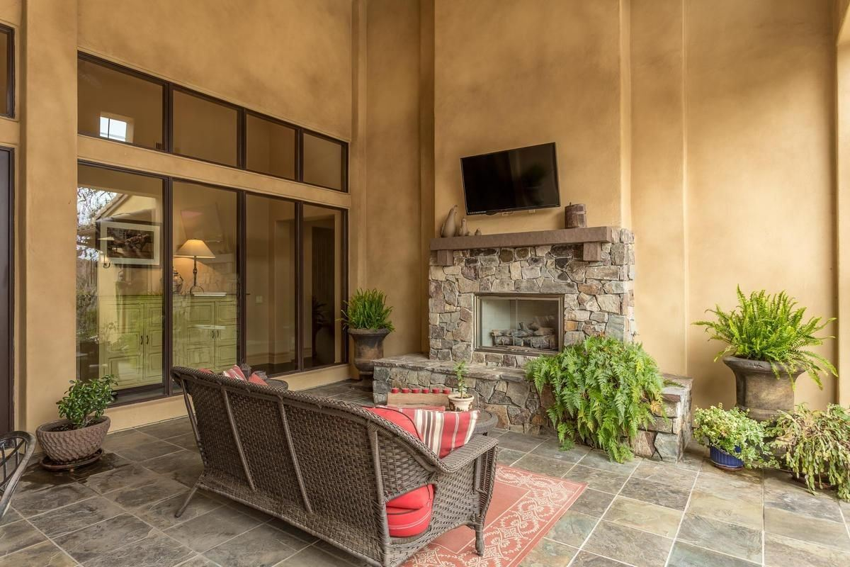 Luxury properties Premier Serrano Golf and Country Club location
