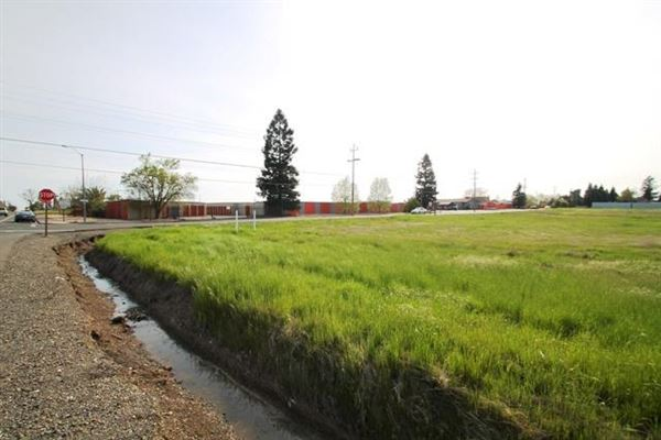 Luxury homes AIRY 15 Acre Lot