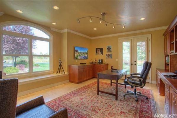 Mansions in Elegant home in granite bay