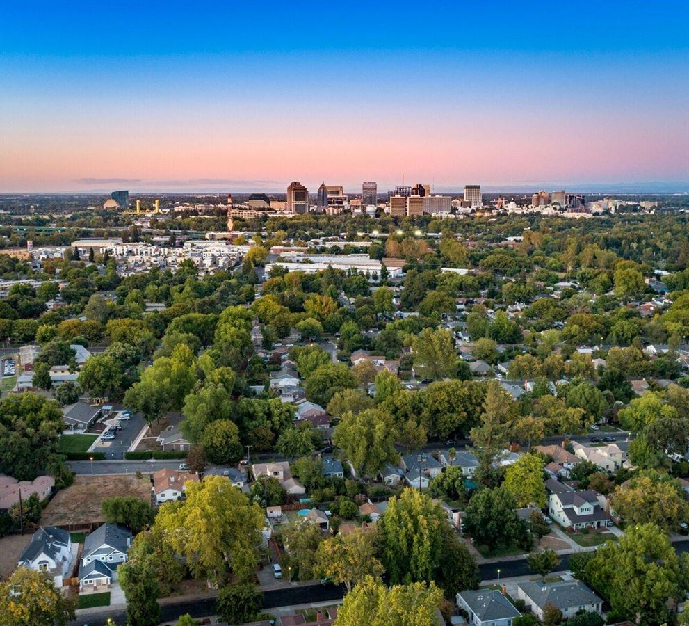 Luxury homes in Swanston Drive in historic Land Park