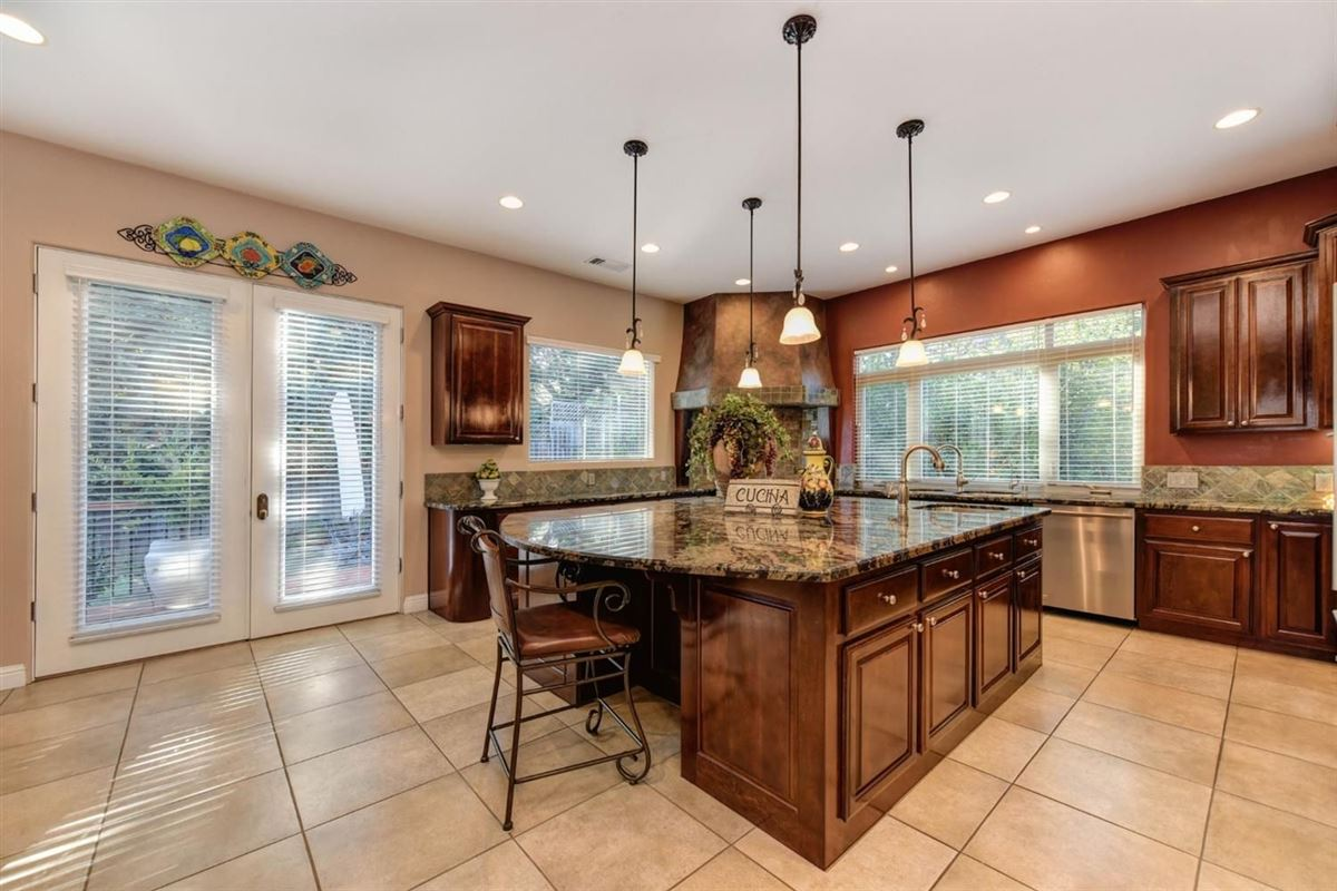 Luxury homes spectacular home in Exclusive Canyon View Estates