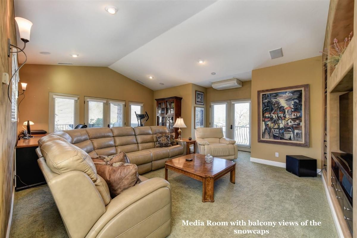 Mansions spectacular home in Exclusive Canyon View Estates