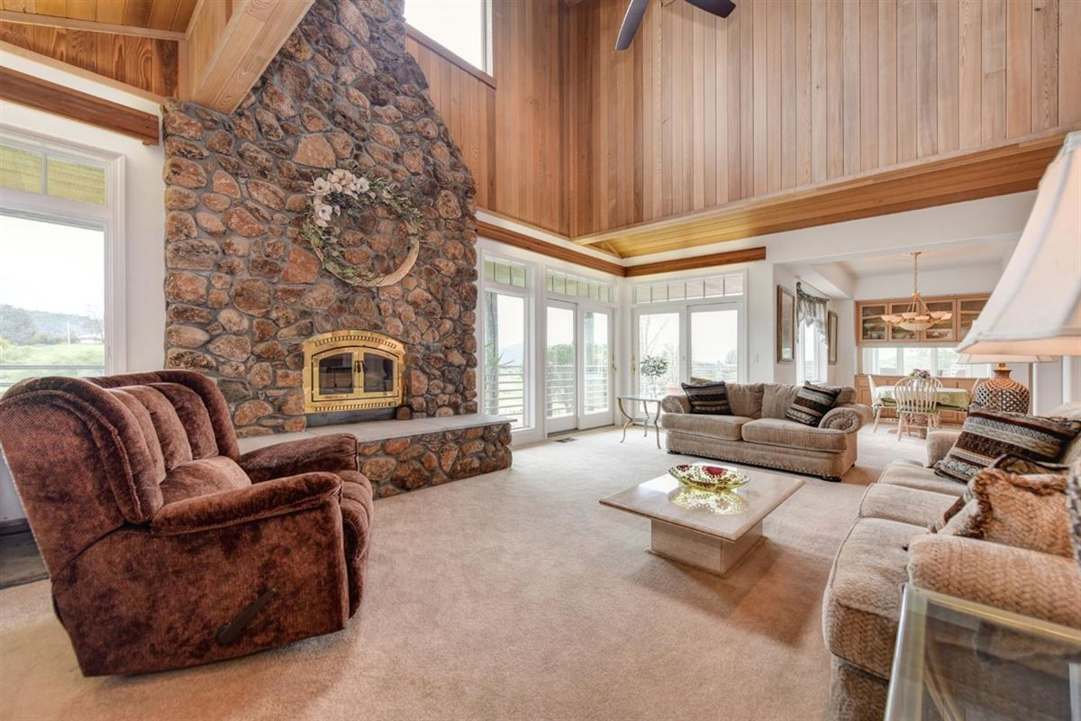 Luxury homes in a Lovely knoll-top setting