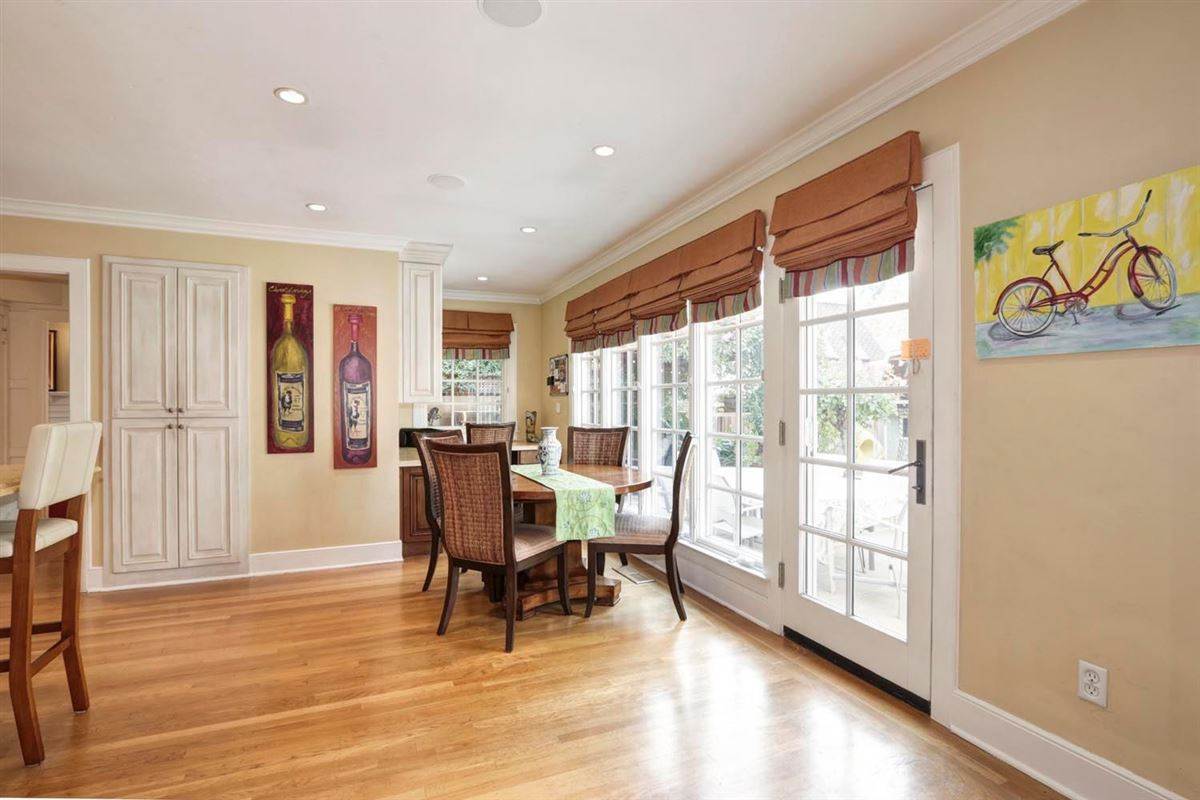 Classic and elegant home in the fabulous forties luxury homes