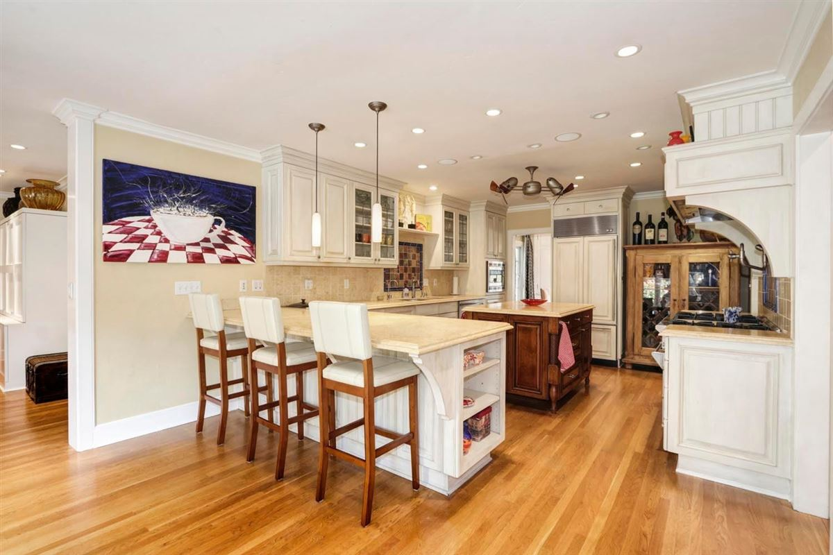 Luxury real estate Classic and elegant home in the fabulous forties