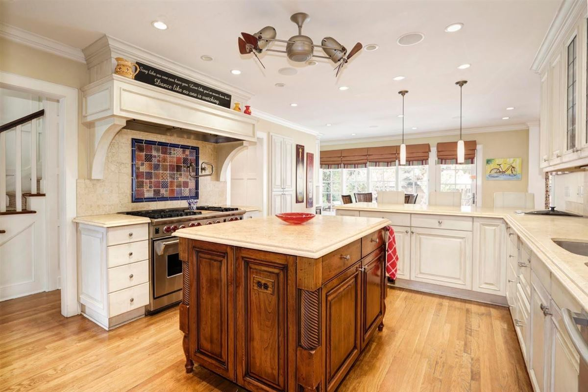 Luxury properties Classic and elegant home in the fabulous forties