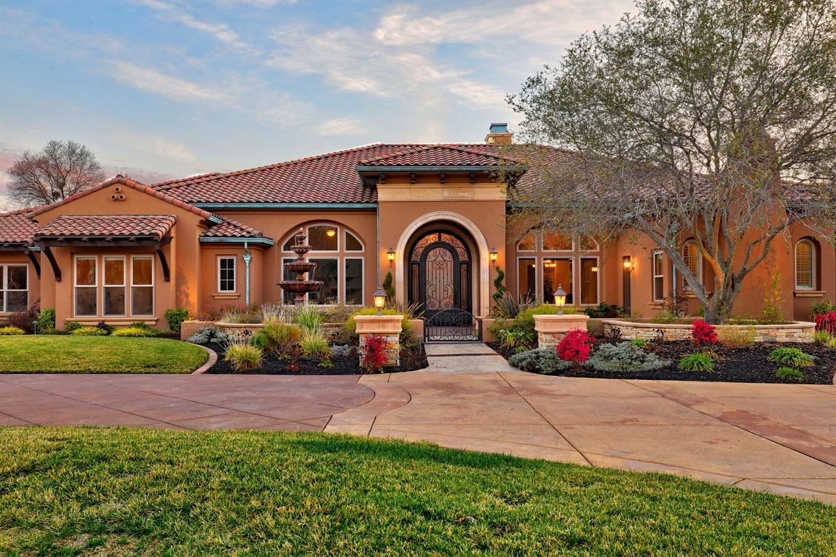 Luxury homes Incredible private single-story estate