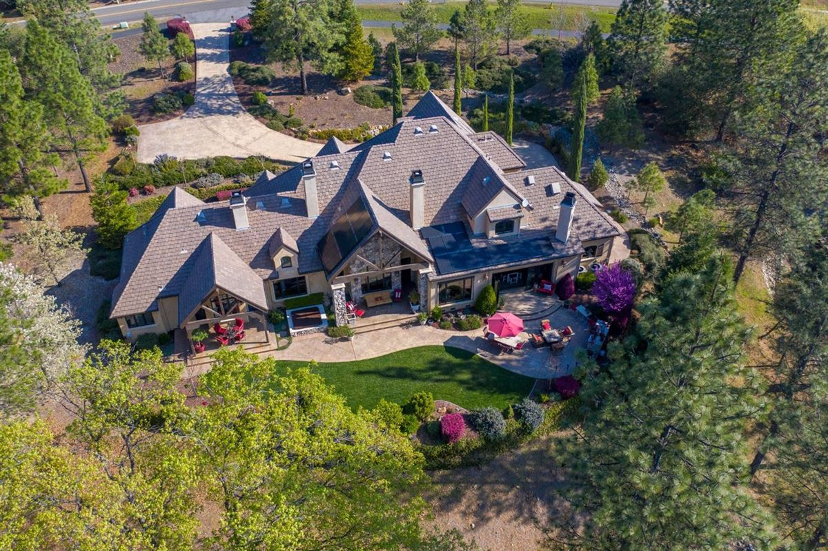 Luxury homes in sophisticated yet comfortable home overlooking the fairway