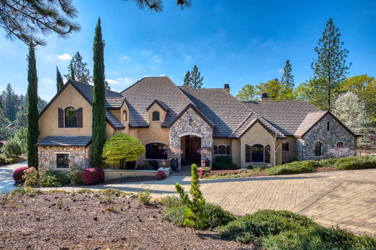 Luxury real estate sophisticated yet comfortable home overlooking the fairway