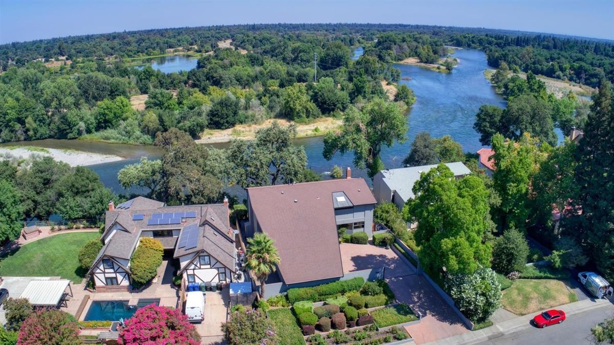 Luxury homes An American River Gem in sacramento