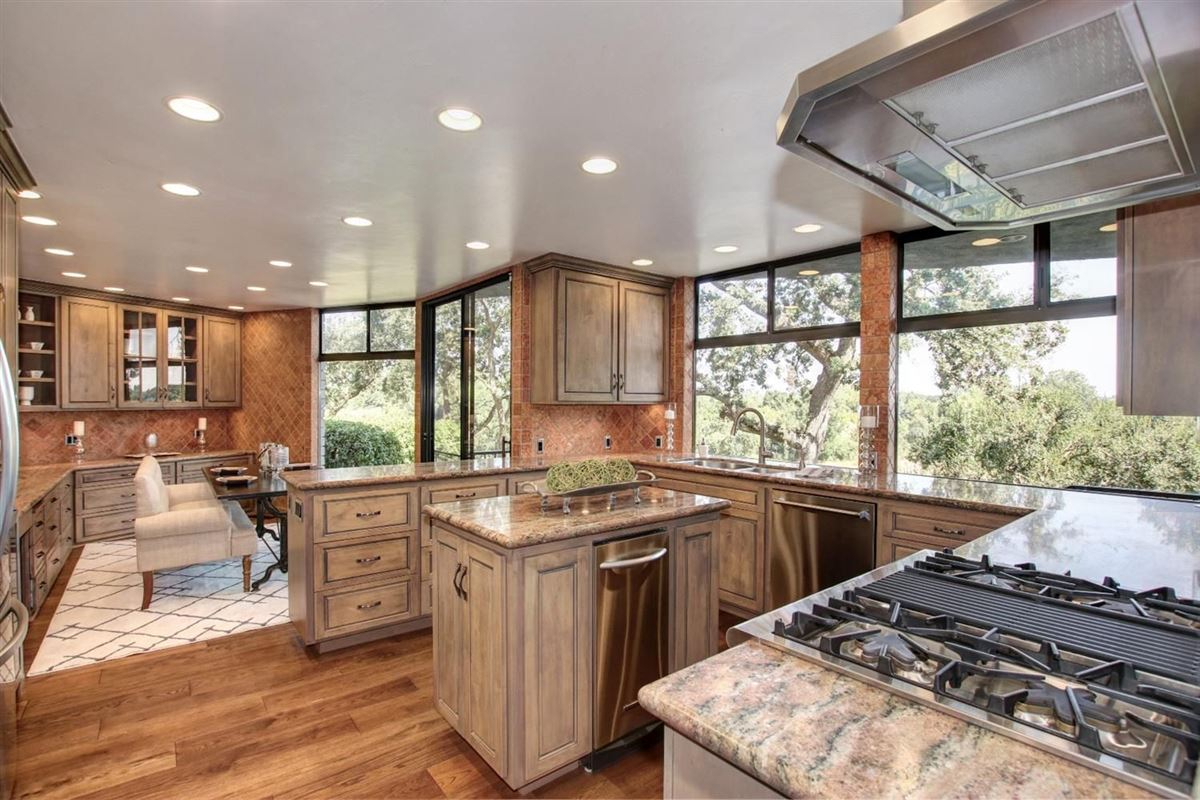 Luxury homes in An American River Gem in sacramento